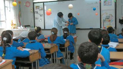 Photo of المدرسة متوفرة.. الطلاب أيضاً.. وكذلك المعلمون.. لكن المشكلة في «الملاك»؟!