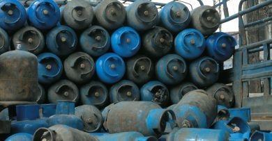 Photo of بشرى حكومية …أزمة الغاز قيد الانتهاء خلال أسبوع وبواخر الغاز وصلت إلى الميناء ويتم تفريغها
