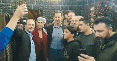 Photo of الرئيس الأسد وعائلته في كنيسة قرية السودا في طرطوس محاطاً بمحبة الشعب