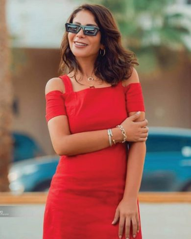 Photo of منى زكي تفيض أنوثة